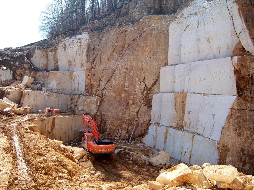 Estrazione del marmo nelle cave Rancan